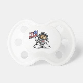 Ung astronaut i utrymme napp