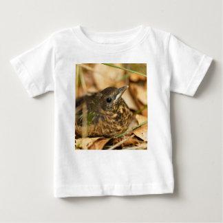 Ung Blackbird (Turdusmerulaen) Tshirts
