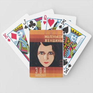 Ung rysk kvinna för dåliga spelkort