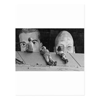 Ungar och konstverk vykort