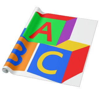 UngeABC-kvarter - inpackning av papper Presentpapper