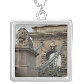 Ungern huvudstadstad av Budapest. Historiska 2 Silverpläterat Halsband