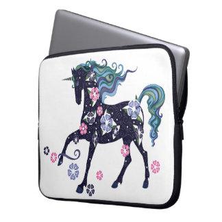 Unicorn med blommor, mörk - blått laptop fodral