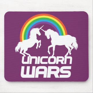 Unicornen kriger med regnbågen mus mattor