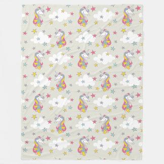 Unicornregnbågemoln och färgrikt stjärnasovrum fleecefilt