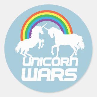 Unicorns kriger med regnbågen runt klistermärke