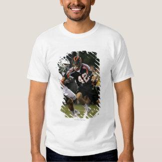 UNIONDALE NY - AUGUSTI 06:  Max Siebald #42 2 Tshirts
