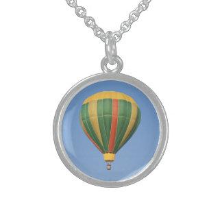 Upp den tidiga luftballongen halsband med rund hängsmycke