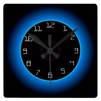 Upplyst blått/Aqua på den Black> väggen tar tid på Fyrkantig Klocka