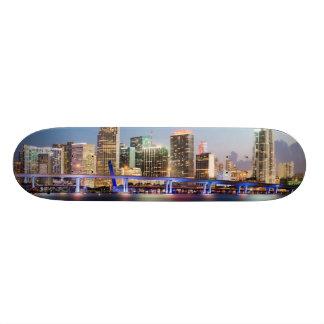 Upplyst horisont av i stadens centrum Miami på sky Mini Skateboard Bräda 18,7 Cm