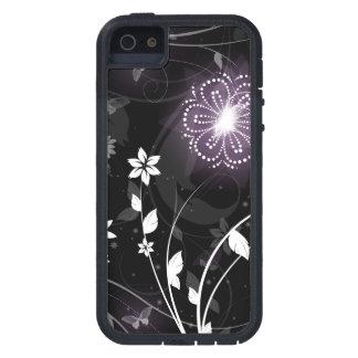 Upplyst purpurfärgad fjärils- och blommadesign iPhone 5 skydd