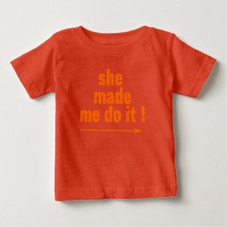 Uppnosigt unge gjorde hon mig att göra it'T T Shirt