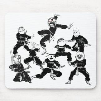 Ursinne komiska Meme vänder mot den Ninja ligan Mo Mus Mattor