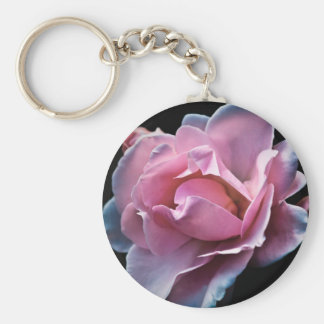Ursnygg rosa ros på svart rund nyckelring