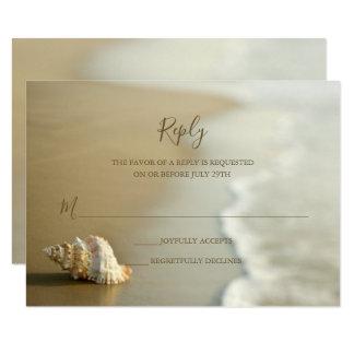 Ursnyggt guld- kort för snäckskalstrandbröllop OSA 8,9 X 12,7 Cm Inbjudningskort