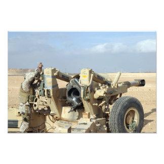 Us-flottor förbereder sig att avfyra en howitzer 2 fototryck