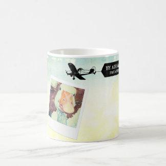 Us-luft postar den färgade gåssolbrännan kaffemugg