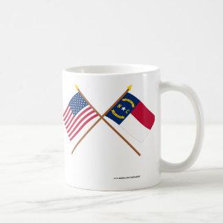 US och North Carolina korsad flaggor Kaffemugg