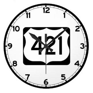 Us-rutt 421 undertecknar stor klocka