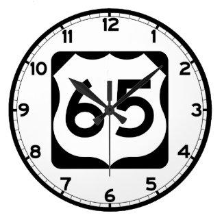 Us-rutt 65 undertecknar stor klocka