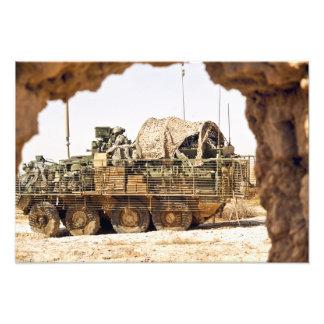 Us-soldater förar en stridpatrull i Afghanis Fototryck