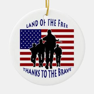 USA flagga- och soldatSilhouetteprydnad Rund Julgransprydnad I Keramik