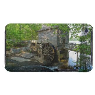 USA Georgia, stenberg, Watermill i träd iPod Case-Mate Skydd