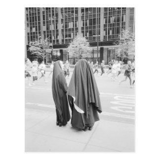 USA NEW YORK: New York City nunnor som håller Vykort