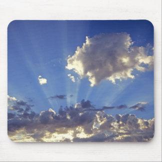 USA Oregon, krökning. Solstrålar fyller himmlen nä Musmatta
