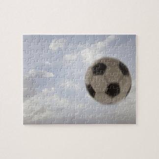 USA Utah, Lehi, fotbollboll mot himmel Pussel