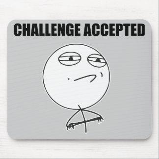 Utmaning accepterad ursinneansiktetecknad Meme Musmatta