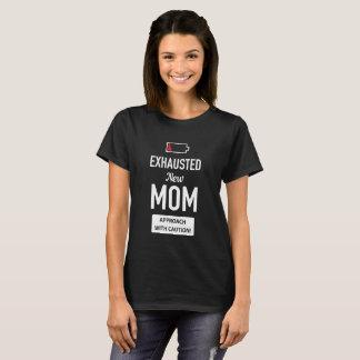 Utmattad ny mamma. Att närma sig med varnar! T Shirts