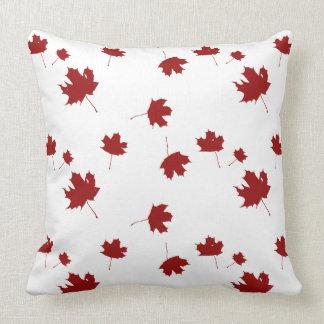 Utomhus- Kanada flaggapride som är inomhus eller, Prydnadskudde