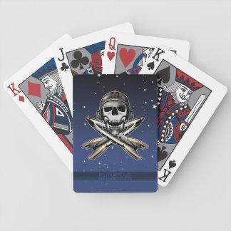 Utrymmepirat (raket) som leker kort spelkort