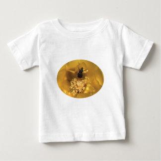 Utskjutande dans t-shirt
