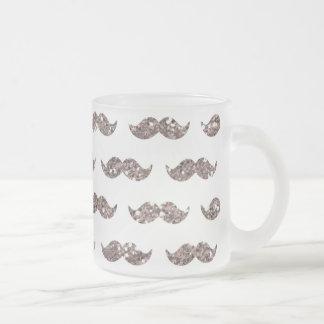 Utskrivavet mönster för Taupeglittermustasch Frostad Glas Mugg