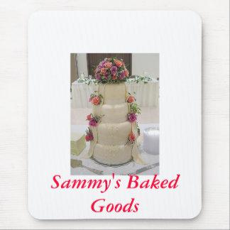 Utsmyckad bröllopstårta med nya blommor, Sammys… Mus Mattor
