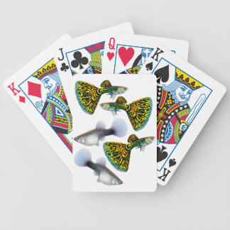 Utsmyckad FantailGuppyfisk som leker kort Spelkort