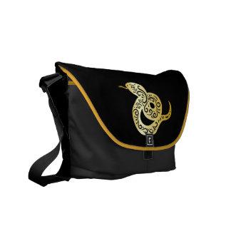 Utsmyckad guld- kulör kinesisk orm kurir väska