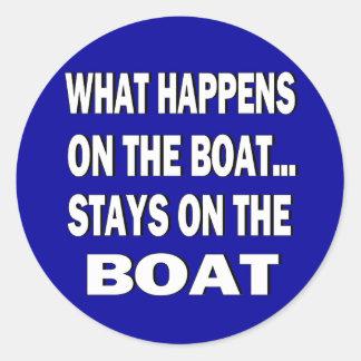 Vad händer på fartygstagen på det roliga fartyget rund klistermärke