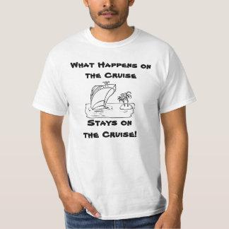 Vad händer på kryssningen tshirts