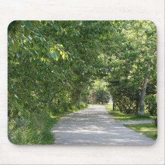 Väg med grön trädmousepad musmatta