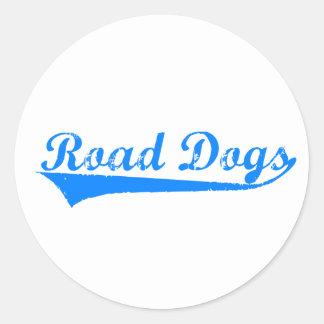 Vägen förföljer klistermärkear runt klistermärke