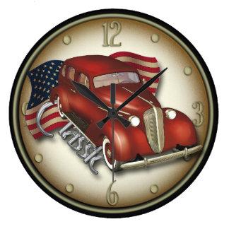 Väggen för amerikanklassikerbilen tar tid på stor klocka
