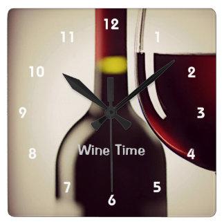 Väggen för vinflaska- och exponeringsglasdesignen fyrkantig klocka