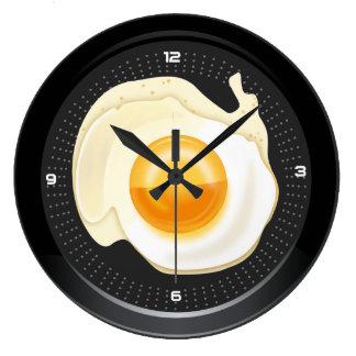 Väggen tar tid på det tjuvjagade ägget panorerar stor klocka