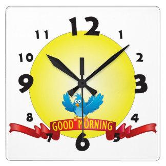 Väggen tar tid på fyrkantig klocka