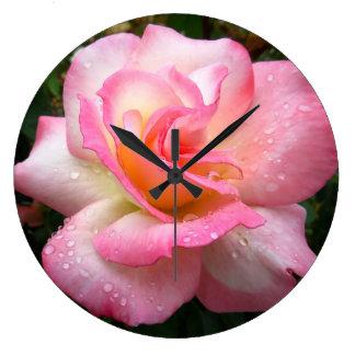 Väggen tar tid på - steg med rosa petals stor rund klocka
