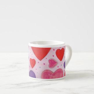 Valentin daghjärtor i rosor, purpurfärgat & rött espressomugg