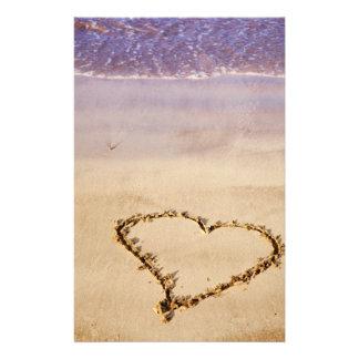 Valentin för hav för hjärtaSandstrand romantisk - Brevpapper